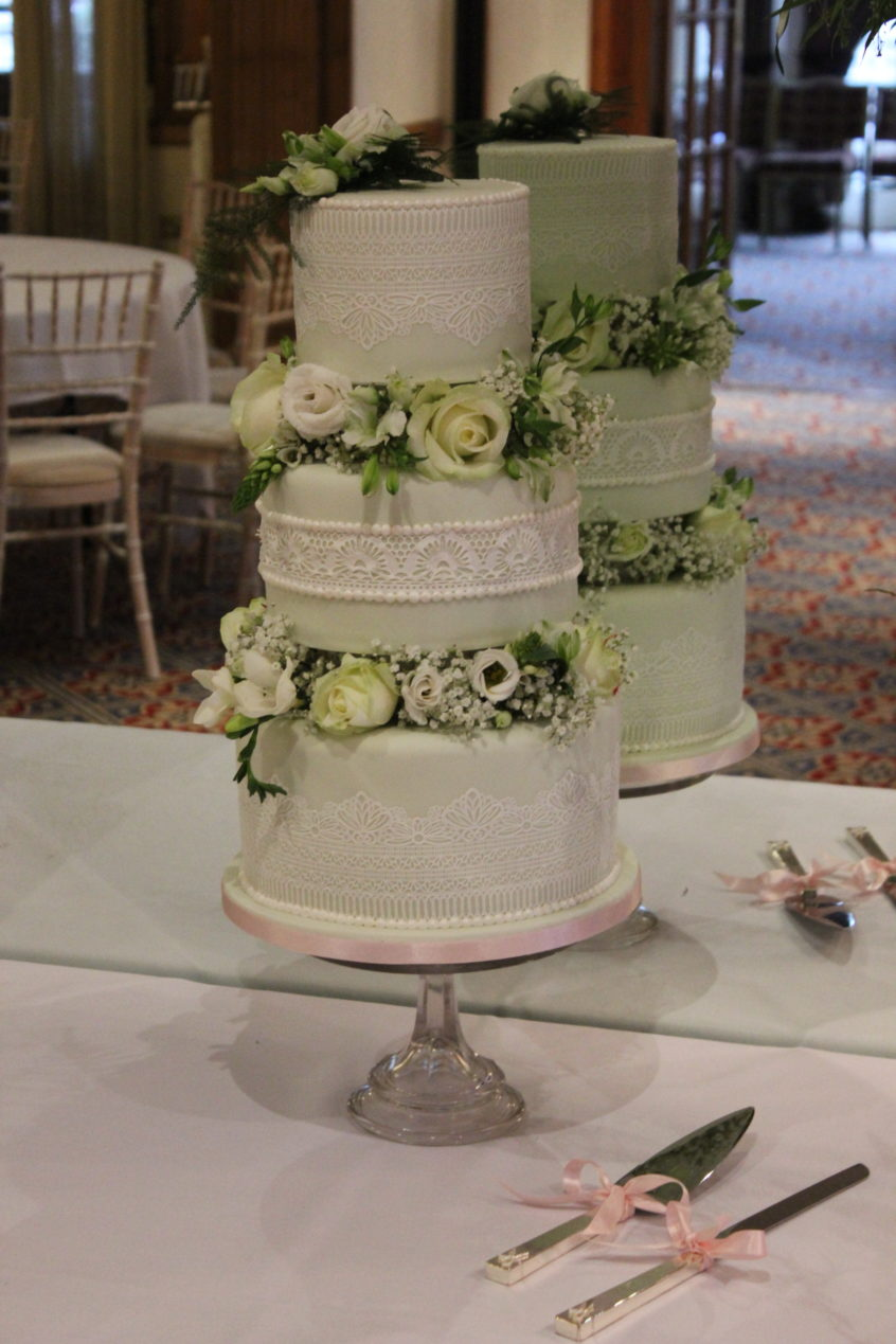 Its Been 18 Months Since I Moved Out Of London To Beautiful Bedford And At The Weekend Delivered My Very First Wedding Cake Iconic Swan